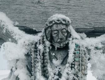 Stebuklingas ir nepaprastai gražus kryžių kalnas žiemą