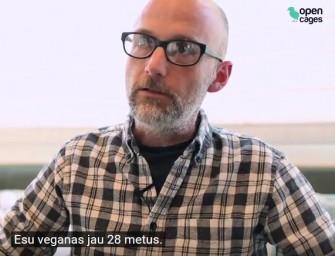 """Moby išreiškia palaikymą organizacijai """"Tušti narvai"""": """"Stebiuosi, kad yra šalių, kur kailių pramonė dar neuždrausta"""""""