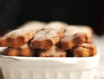"""Pieniniai karamelės skonio sausainiai """"Shankarpali"""""""