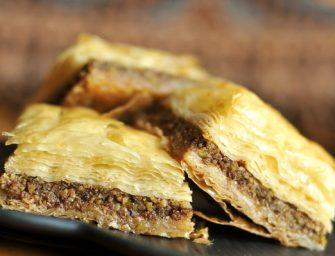 """Turkiški sluoksniuoti riešutiniai pyragaičiai – """"Baklava"""""""