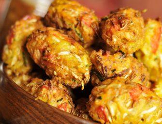 """Daržovių maltiniai ryžių ir avinžirnių miltų tešloje (""""Bhaji"""")"""